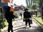 penggeladahan-kasus-terorisme-di-universitas-riau_20180602_213816.jpg