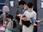 pengungsi-afghanistan-tiba-di-pusat-pemrosesan-di-chantilly.jpg