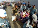 pengungsi-eks-gafatar-dipulangkan-dari-pontianak_20160125_200605.jpg