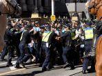 pengunjuk-rasa-selama-demonstrasi-a.jpg