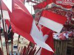 penjual-bendera-musiman-jelang-hut-kemerdekaan-ri_20210731_124443.jpg