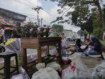 Cerita Para Penjual Bunga Terpaksa Berdagang di Trotoar Kawasan TPU Tanah Kusir