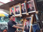 penjual-foto-presiden-dan-wakil-presiden.jpg