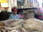 penjual-intip-di-kawasan-asrama-haji-donohudan_20170811_105544.jpg