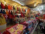 penjual-jilbab-pasar-petisah-medan-meningkat_20170609_154608.jpg