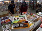 penjualan-buku-tes-cpns-meningkat-di-pekanbaru_20180913_191350.jpg