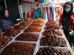 penjualan-kurma-bulan-ramadhan_20180528_202333.jpg