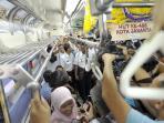 penumpang-commuter-line_20160621_070842.jpg