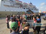 penumpang-kapal-laut-di-pelabuhan-benoa-bali_20170703_093652.jpg