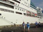 penumpang-kapal-seabourn-encorn_20171113_094420.jpg