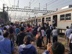 penumpang-kereta-api_20171003_092210.jpg