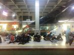 penumpang-krl-menunggu-di-peron-stasiun-kebayoran-lama_20171112_191927.jpg