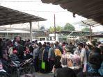 penumpang-menumpuk-di-stasiun-citayam_1.jpg