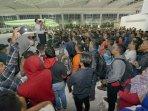 penumpang-pesawat-tujuan-surabaya-tertahan-di-bandara-sepinggan_20150718_194711.jpg