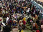 penumpukan-penumpang-di-bandara-juanda-surabaya_20180629_094851.jpg
