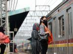 penurunan-jumlah-penumpang-krl-sejak-pandemi-covid-19_20200421_222315.jpg