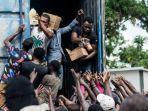 penyaluran-bantuan-untuk-korban-gempa-di-haiti.jpg