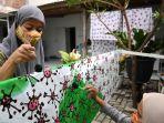 penyandang-disabilitas-memproduksi-batik-motif-virus-corona_20200820_164735.jpg