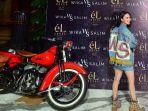 penyanyi-wika-salim-desain-jaket-jeans-denim-ws_20200309_113138.jpg