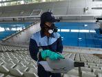 penyemprotan-disinfektan-di-stadion-akuatik-gbk_20200318_161610.jpg