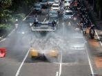 penyemprotan-disinfektan-gunakan-kendaraan-water-cannon-polisi_20200331_201449.jpg