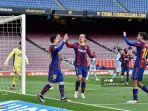 penyerang-barcelona-asal-argentina-lionel-messi-kiri-merayakan-golnya.jpg