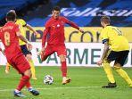 penyerang-portugal-cristiano-ronaldo-melakukan-tembakan-untuk-mencetak-gol-keduanya.jpg