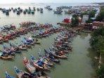 perahu-nelayan-di-pinggir-jalan-pantura-lasem-rembang_20160617_155005.jpg
