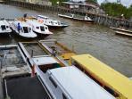 perahu-perahu-kelotok-yang-siap-mengangkut-penumpang-dari-desa-binalawan_20150718_125514.jpg