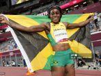 peraih-medali-emas-elaine-thompson-herah-dari-jamaika-berpose-setelah-menang-final-200m-putri.jpg