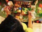 perajin-replika-makanan-di-bandung_20160125_201416.jpg