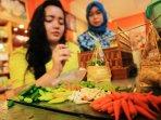 perajin-replika-makanan-di-bandung_20160125_201551.jpg