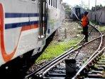 perawatan-kereta-api-angkutan-lebaran-di-palembang_20160701_165411.jpg