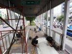 perbaikan-halte-transjakarta_20150708_145333.jpg