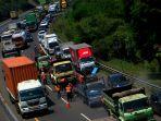 perbaikan-jalan-di-tol-cipularang-sebabkan-kemacetan_20200827_203520.jpg