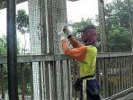 perbaikan-pagar-pengaman-di-jpo-cirug_20180614_230033.jpg
