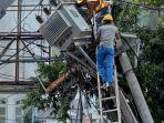 perbaikan-tiang-listrik-miring_20171005_224326.jpg