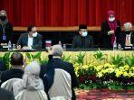 perdana-menteri-malaysia-ismail-sabri-yaakob-kanan-dan-anwar-ibrahim.jpg