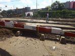 KAI Daop 1 Jakarta Tertibkan Lapak Pedagang Disepanjang Jalur KA Pasar Gaplok