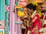 pernikahan-thaniya-dan-suaminya_20171121_110625.jpg