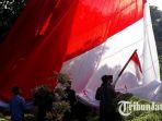 persiapan-bendera-raksaas_20180817_095326.jpg