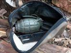 personel-polsek-duren-sawit-saat-menunujukkan-temuan-granat-11.jpg
