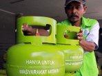 pertamina-melakukan-operasi-pasar-gas-3-kg_20150306_104741.jpg