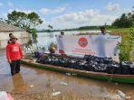 pertamina-pimpin-langsung-penyerahan-2500-paket-makanan-korban-bencana-banjir-konawe.jpg