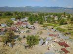 perumahan-petobo-kota-palu-sulteng-porak-poranda-setelah-diguncang-gempa-77-sr_20181004_084458.jpg