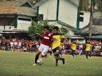 pesebakbola-nasional-bermain-di-turnamen-tarkam-makassar_20150625_212059.jpg