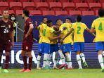 pesepakbola-brasil-merayakan-setelah-neymar-mencetak-gol-penalti-ke-gawang-venezuela.jpg
