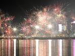 pesta-kembang-api-tahun-baru-2020-di-losari-makassar_20200101_111723.jpg