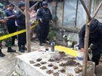 petugas-amankan-amunisi-dan-granat-di-rumah-warga.jpg