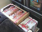 petugas-bawa-sakuranbo-buah-ceri-shinkansen_1.jpg